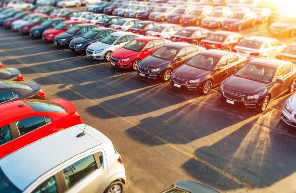 В Украину стали ввозить меньше автомобилей