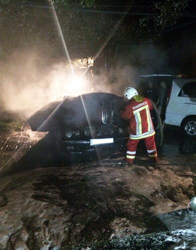 Во время пожара получил ожоги владелец двух  авто