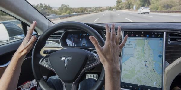 Еще одна Tesla попала в ДТП в режиме автопилота