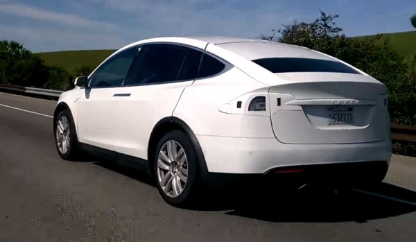 Tesla X, вид сзади