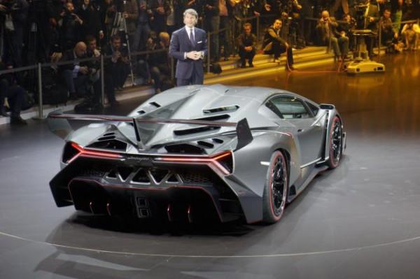 На фото - Lamborghini Veneno