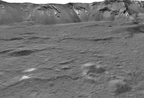 Холмы на дне кратера Оккатор на Церере