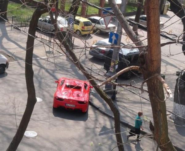Водитель бросил Ferrari на перекрестке в Одессе