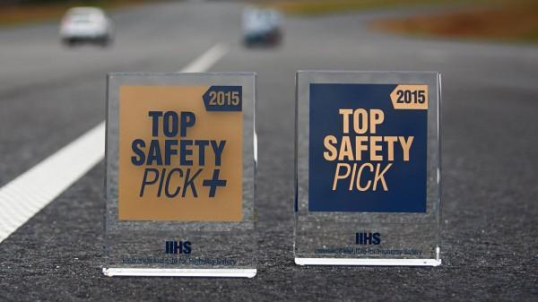В IIHS назвали самые безопасные компакт-кары
