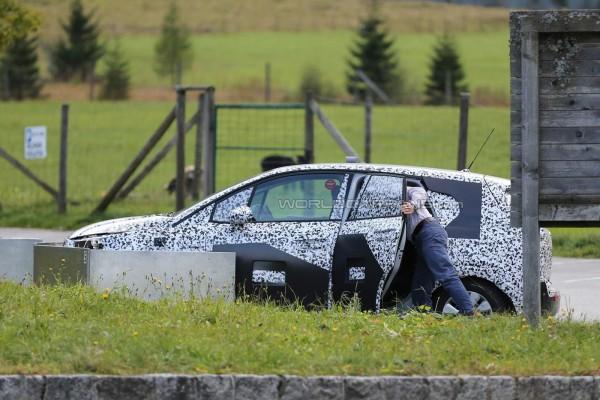 Компактвэн Opel Meriva на тестах