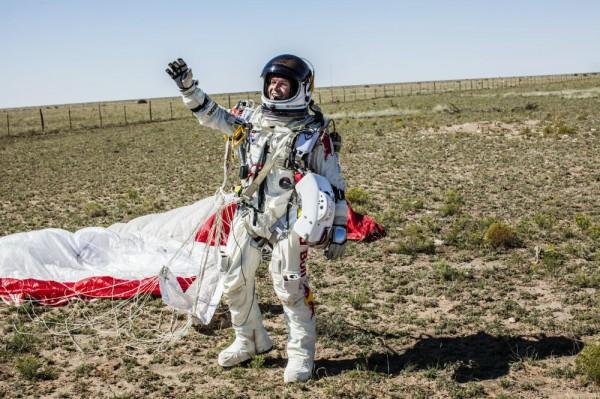 Феликс Баумгартнер после прыжка