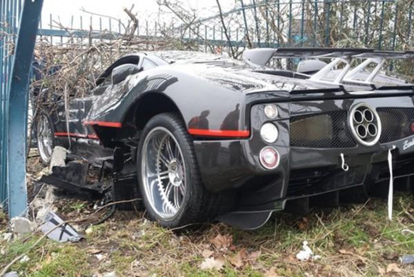 Бинесмен разбил Пагани Зонда в Лондоне