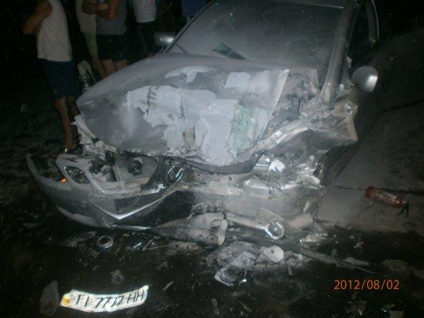 Водитель разбитого Лексуса скрылся с места ДТП