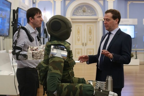 Робота показывали и Медведеву
