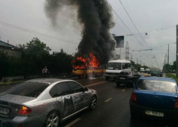 Троллейбус сгорел почти полностью