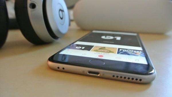 iPhone может лишиться входа для наушников mini-Jack