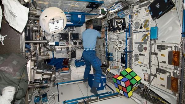 CIMON будет помогать астронавтам