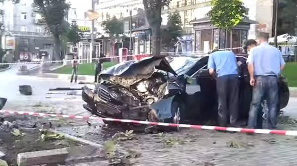 Авто разбился об столб