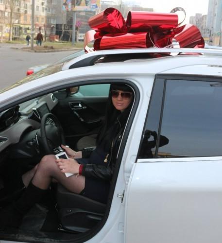 Жена террориста хвастается подарком