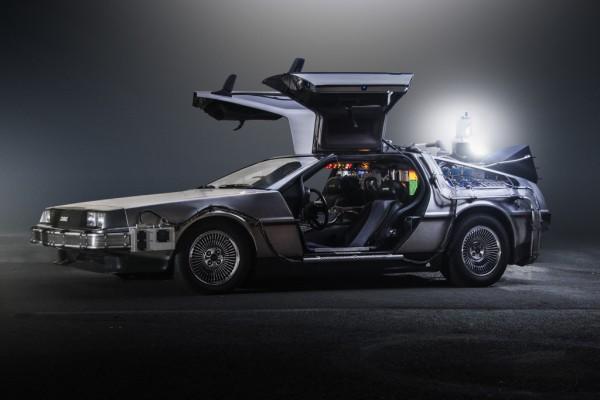 Автомобиль DeLorean DMC-12, переделанный в машину времени, является одним из главных героев трилогии фильмов