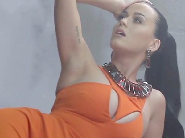 Альбом «Teenage Dream» является первым альбомом среди исполнительниц, пять синглов с которого добрались до вершины американского чарта Billboard Hot 100