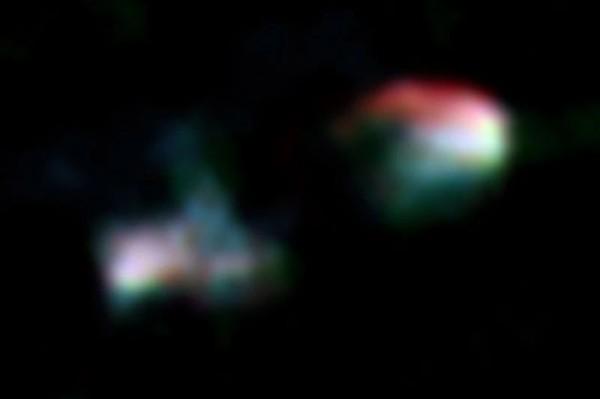 На этом составном радиоизображении, полученном по данным ALMA и VLA, отчетливо видны радиодоли галактики Arp 187. Теперь тихая черная дыра находится в центре