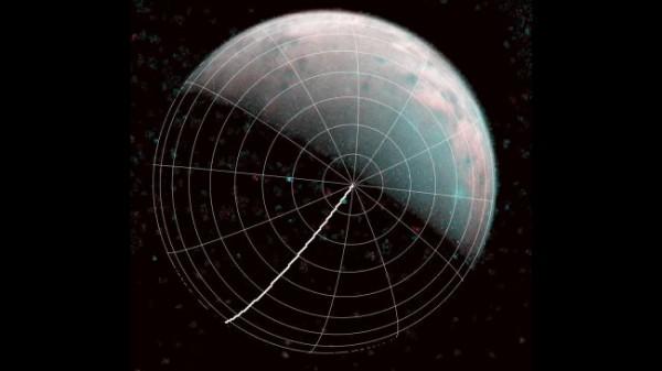 Северный полюс Ганимеда можно увидеть в центре этого аннотированного изображения, снятого инфракрасным томографом JIRAM