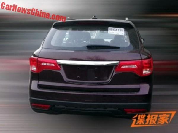 Китайская Acura, вид сзади