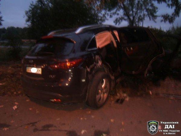 27-летний водитель погиб, пассажирка лежит в больнице
