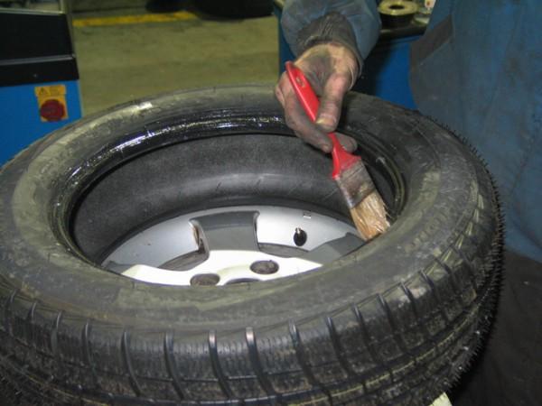 Доверять устанавливать летние шины лучше проверенным мастерам