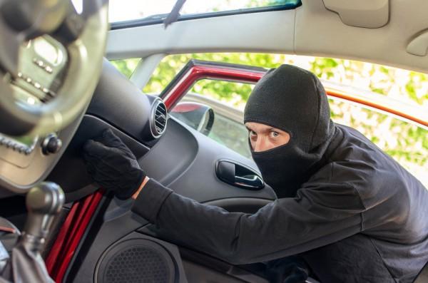 В ГАИ сообщают, что краж из авто стало на треть больше