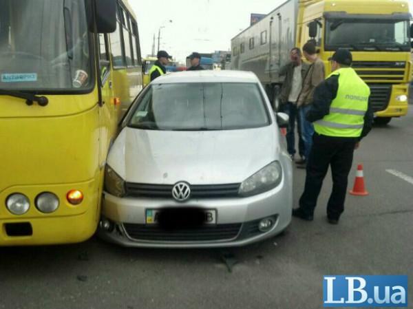 На проспекте Ватутина автомобиль Volkswagen устроил аварию