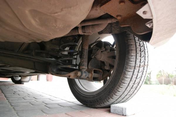 Проверьте на СТО трубопроводы тормозных и топливных магистралей