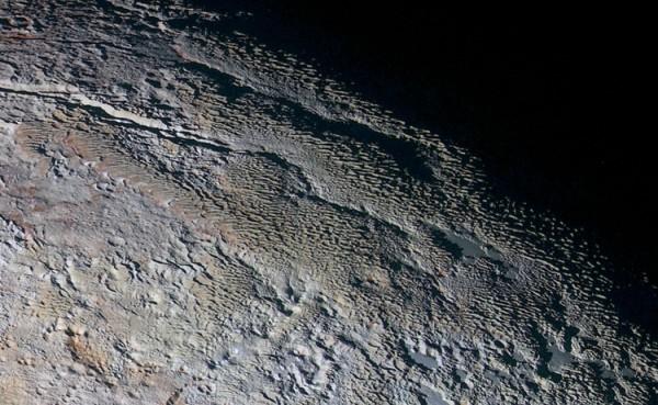 Плутон, вид на озера с азотом
