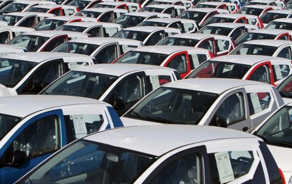 Спрос на новые автомобили заметно снизился