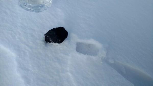 Один из найденных фрагментов метеорита