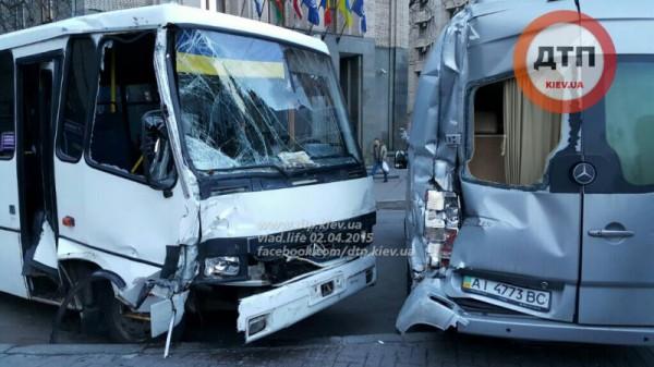 Авария автобусов в центре Киева