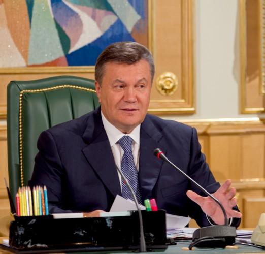 Янукович росчерком пера отправил автомобили украинцев на утилизацию