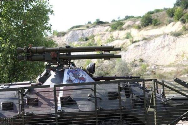 БТР-80 с противотанковыми гранатометами СПГ-9М