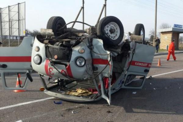 Скорая перевернулась, водитель погиб