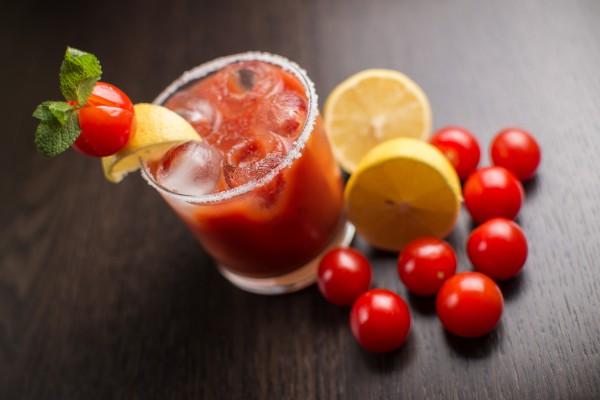 Коктейль из помидоров и сыворотки