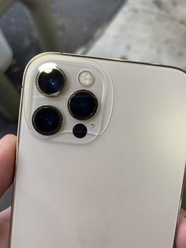 У телефона треснула камера
