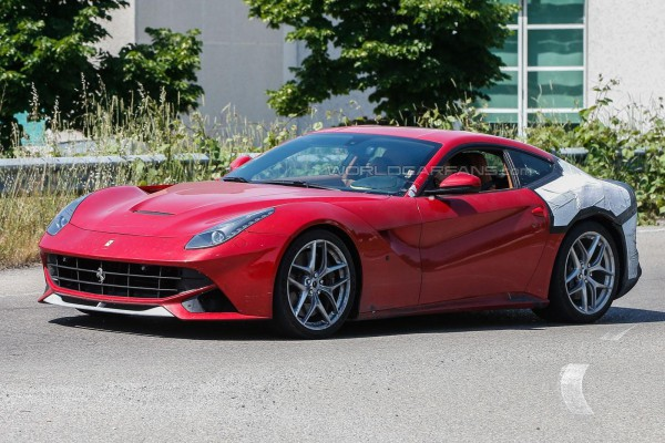 Спорткар Ferrari F12 М