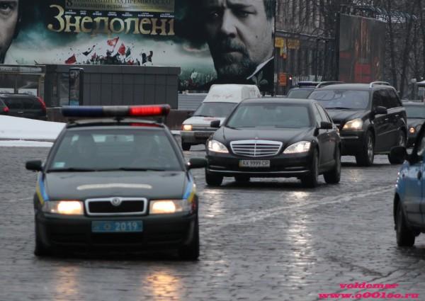 Тот же Mercedes с той же милицейской Шкодой видели и раньше