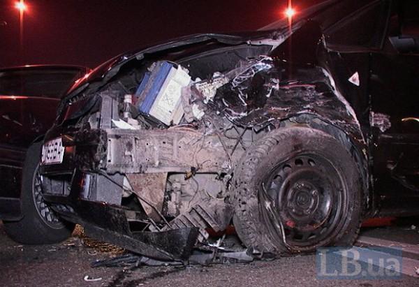 Автомобили серьезно пострадали