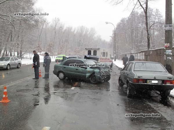 Авария на Кайсарова в Киеве