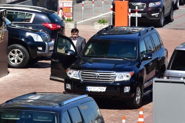 Саакашвили брал джип напрокат