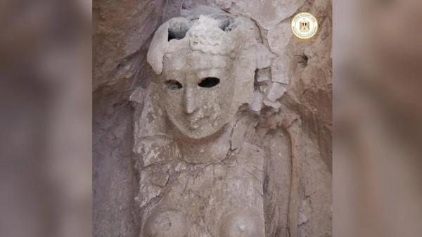 Женщина-мумия, посмертная маска которой закрывала большую часть ее тела