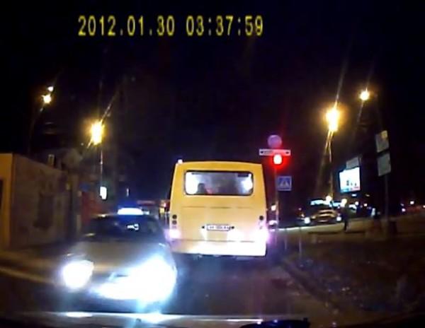 На видео видно, что водитель Daewoo не пытался тормозить