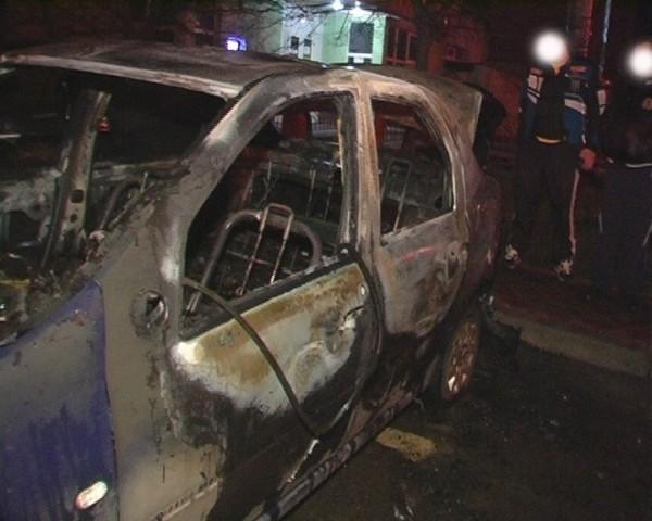 На Троещине горели сразу 3 автомобиля