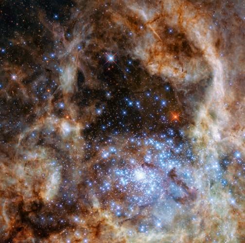 Звезды-монстры тяжелее Солнца в 100 раз