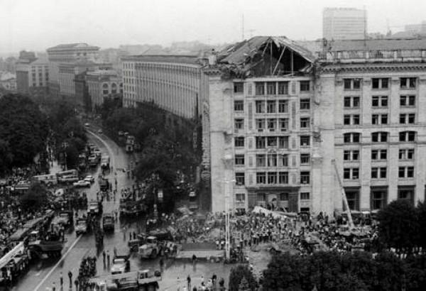 Обрушение фронтона Киевского главпочтамта