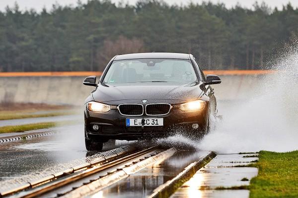 Для тестов задействовали заднеприводную BMW 3.