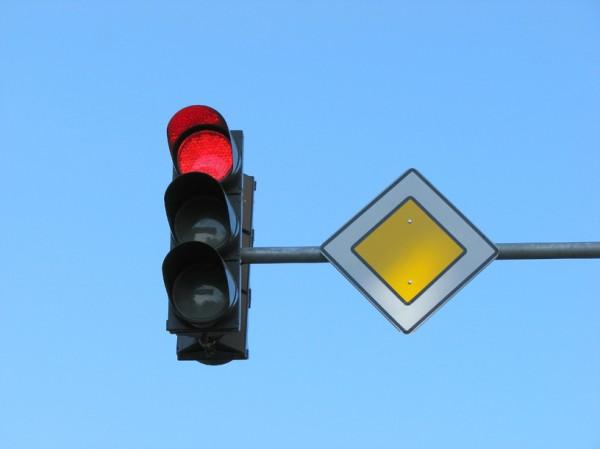 Система сможет фиксировать любителей ездить на красный