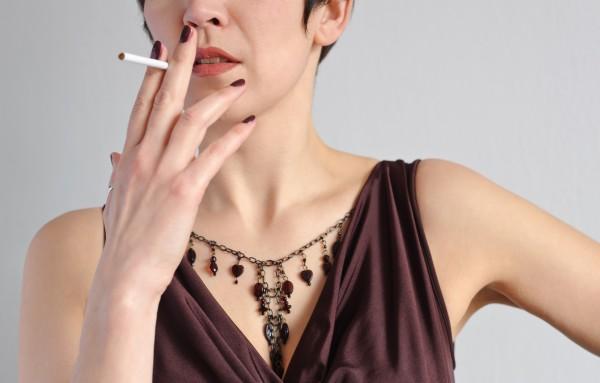 Почему курящие люди худеют